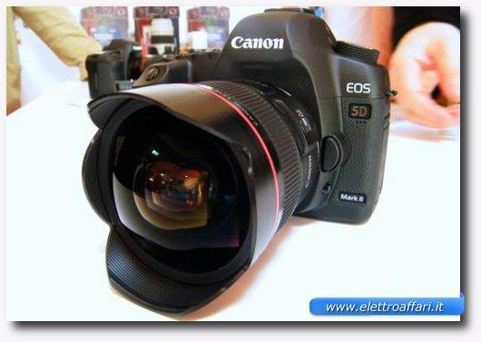 Immagine della macchina fotografica che si colloca al primo posto