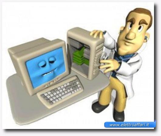 Immagine simpatica di un medico che visita un PC