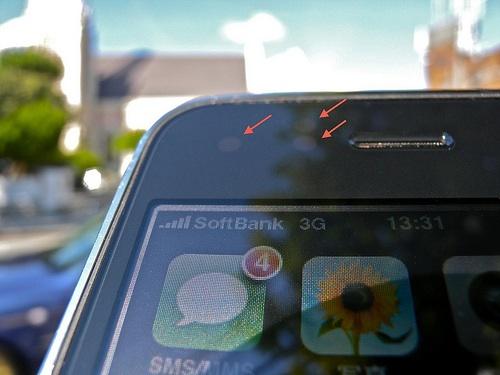 Immagine dei sensori della luminosità automatica dell'iPhone 4S