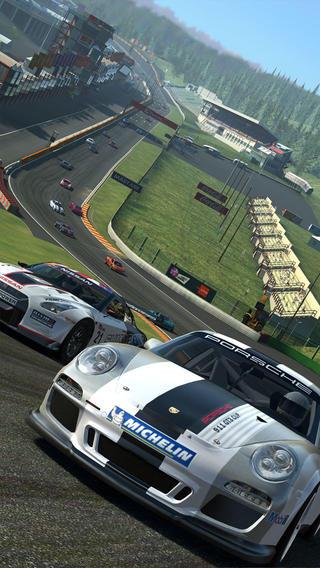 Schermata del gioco Real Racing 3 per iPad
