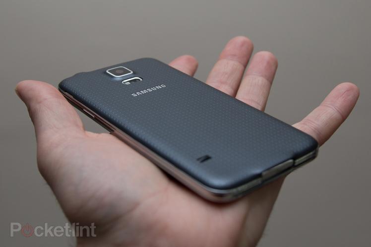 Immagine del Samsung Galaxy S5 per comprenderne le dimensioni